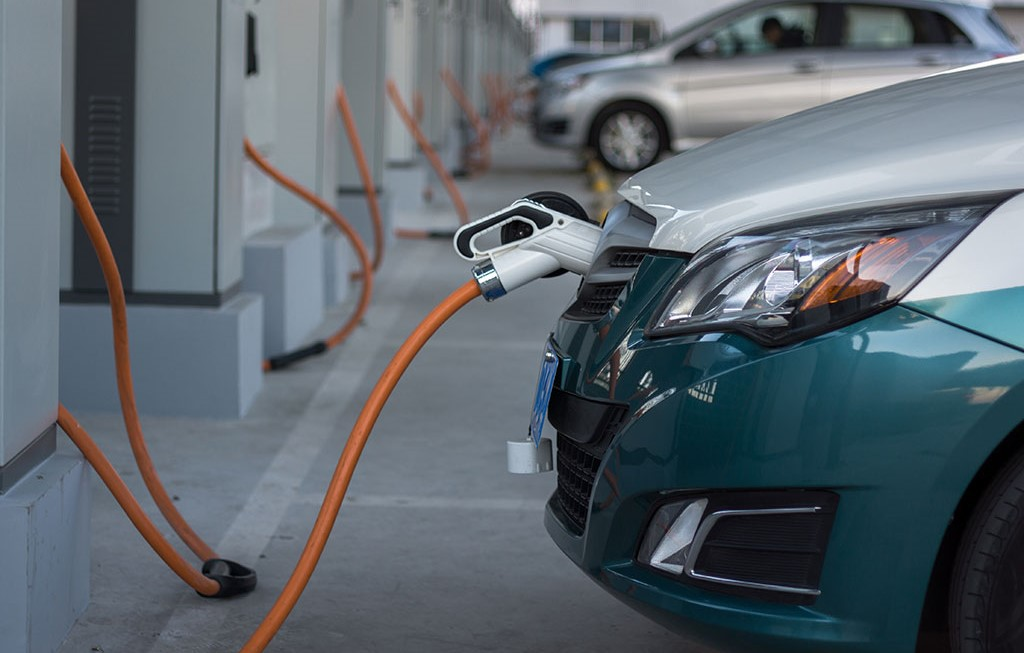 Flush with new cash, the struggling electric-car company
